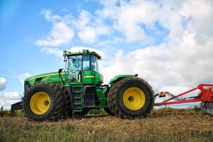 tractor-1815232_1280.jpg